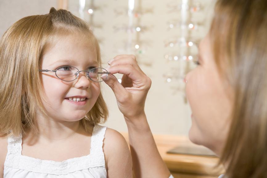 criança deve ter consulta com oftalmologista