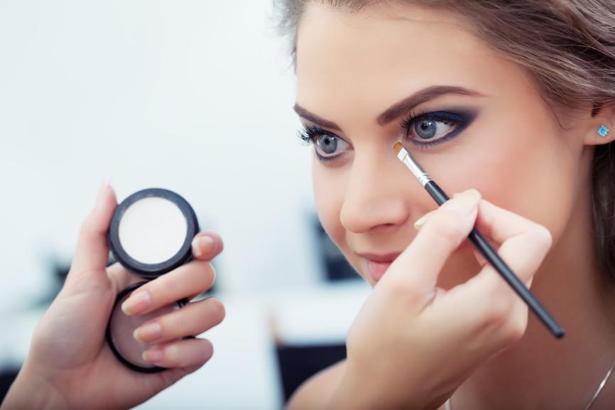como conciliar maquiagem e cuidado com os olhos