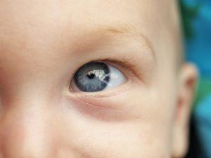saiba como o bebê enxerga e o seu desenvolvimento oftalmológico
