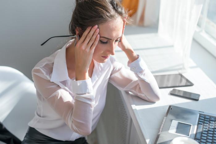 enxaqueca e dor de cabeça pode dar problemas nos olhos