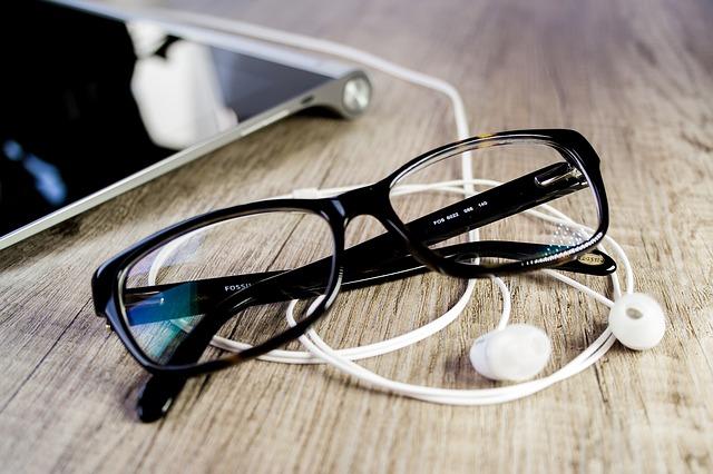saiba se o uso de óculos correto impede o aumento do grau da visão ou não