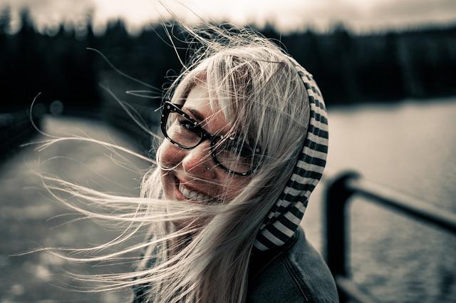 saiba os sinais e sintomas de que é necessário o uso de óculos de grau
