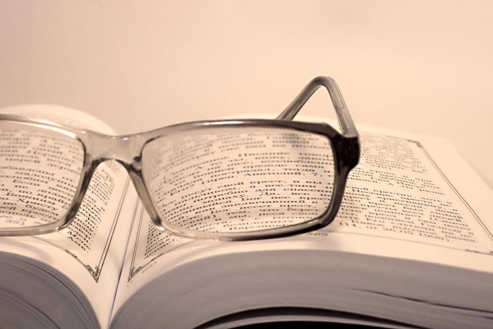 maneira correta de limpar seus óculos