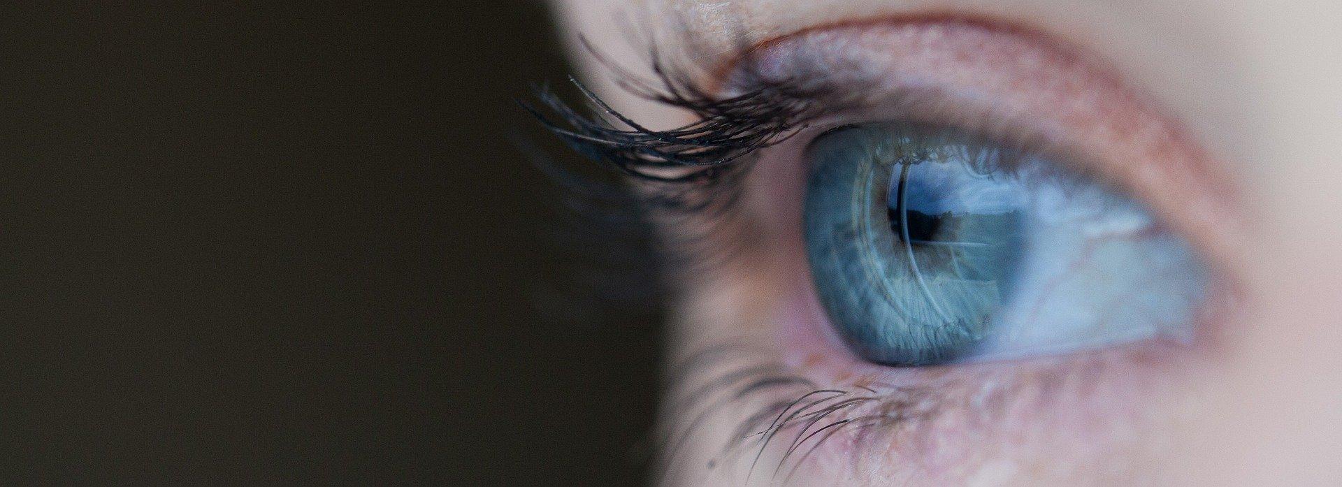 imagem de um olho feminino